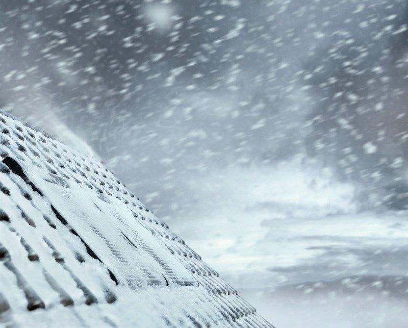 střešní okno v zimě